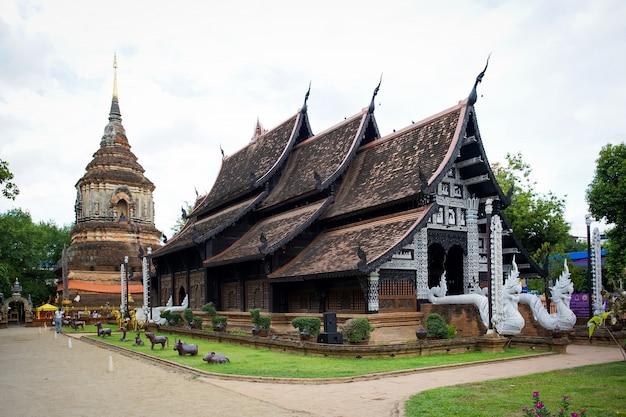 タイ、チェンマイで最も古い寺院の一つ、日没ワット・ロック・モリー