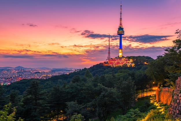 ソウルの南山タワーの夕焼け