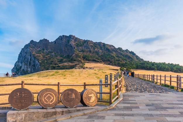 韓国、済州島の城山一鶴峰。