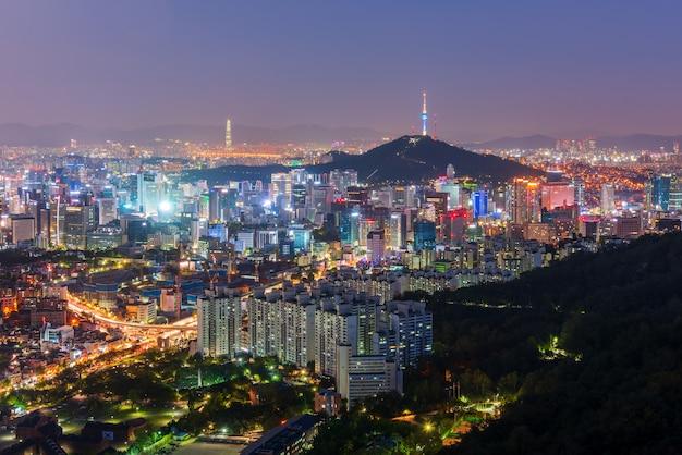 夜、韓国のソウル市の空撮。