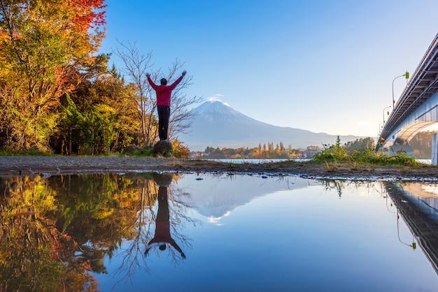 Закат на озере кавагутико, гора фудзи, япония