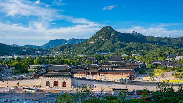 韓国のソウルでの慶尚北道宮殿と車の交通速度。