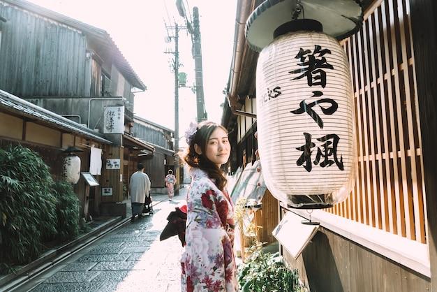 Красивая женщина в японии