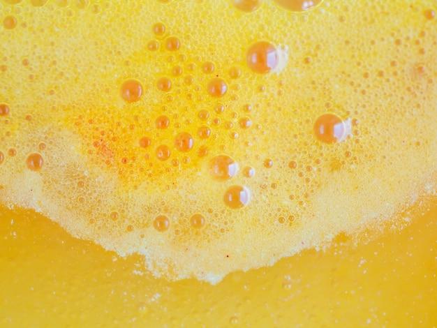 Абстрактная оранжевая пена шипучей воды