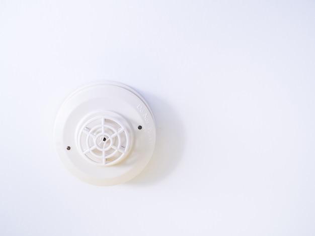 天井に取り付けられた熱検出器