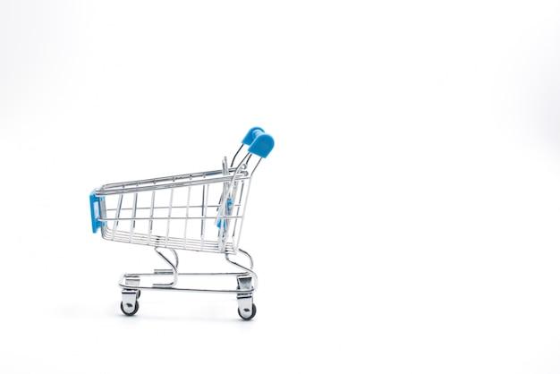 Магазинная тележкаа изолированная на белизне. рынок, продажа и потребительство.