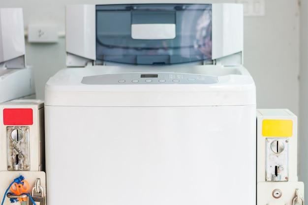 コイン洗濯機。統合された支払いシステムを備えたコイン洗濯機。
