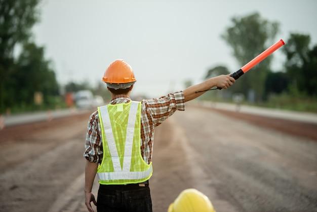 建設現場で働く建設