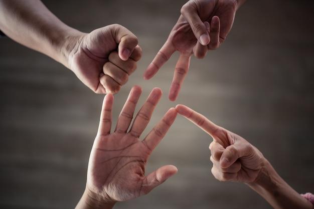 チームワークの力、サポートを構築し目標を設定するチームの相乗効果。
