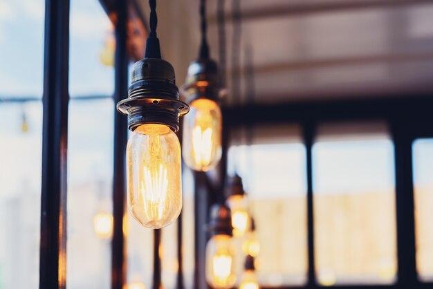 装飾的なアンティークスタイルの電球