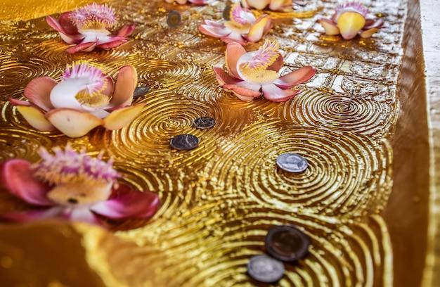 タイでは、宗教とシンボルの仏のクローズアップ
