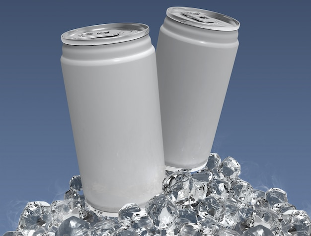 Пустой два алюминиевых банки макет и ледяной куб на четком фоне.