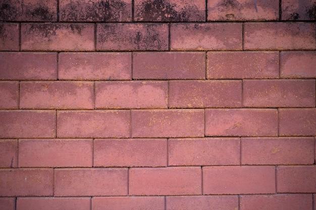 茶色のレンガの壁が層に重なって
