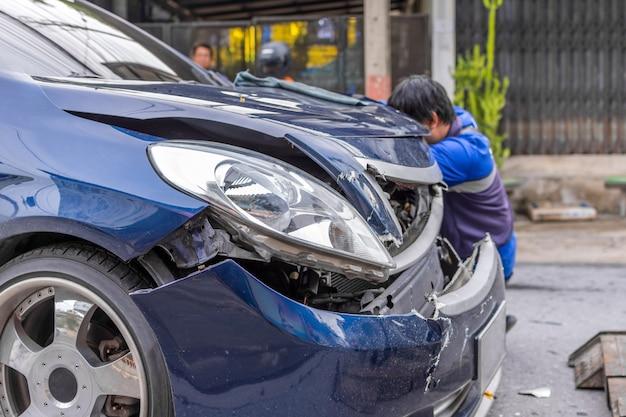 Автомобильная катастрофа от автомобильной аварии на дороге в городе