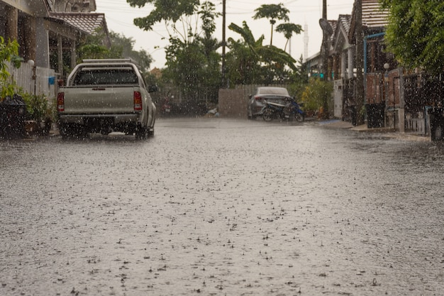 Деревня водозабора в районе дон муанг. проблема с дренажной системой.