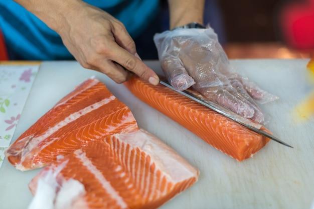 アジア料理シェフスライス日本食刺身鮭