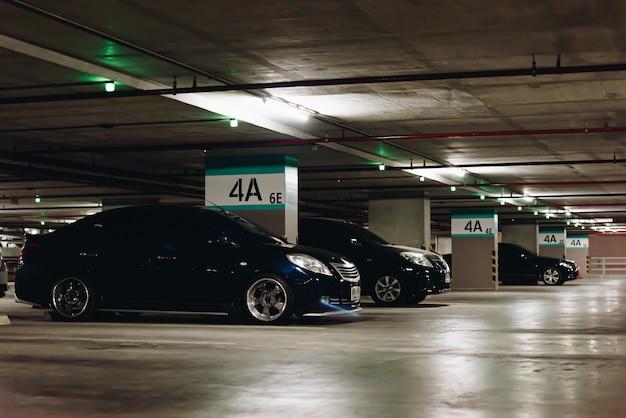 都市部の駐車場または駐車場