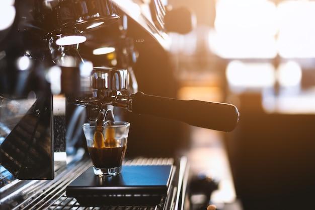 クローズアップコーヒーマシン