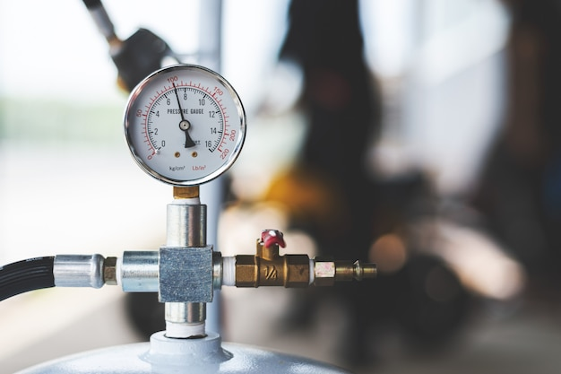 エアコンプレッサーの圧力計