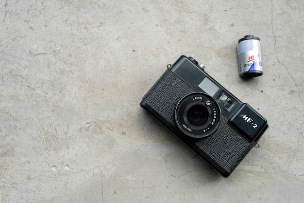 旅行のコンセプト。古いカメラフィルムで