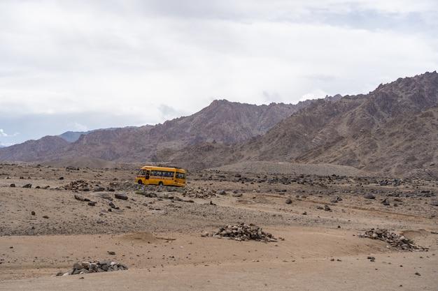 レーラダックとモリリ湖間のバス輸送