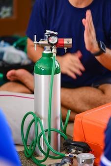 酸素シリンダー