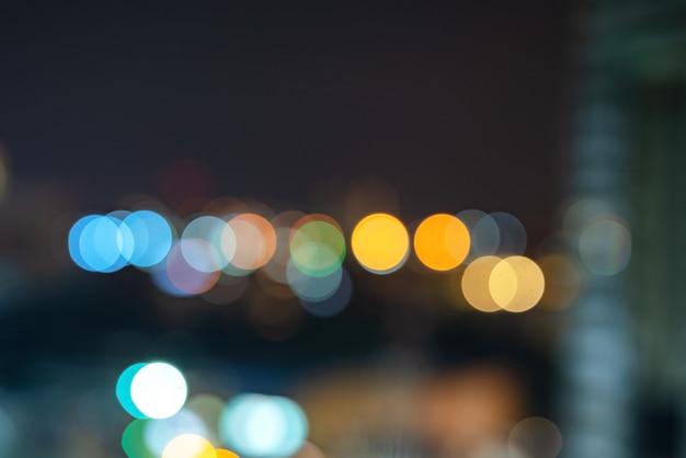 Абстрактный городской ночной свет боке расфокусированным фон с неба пространство области