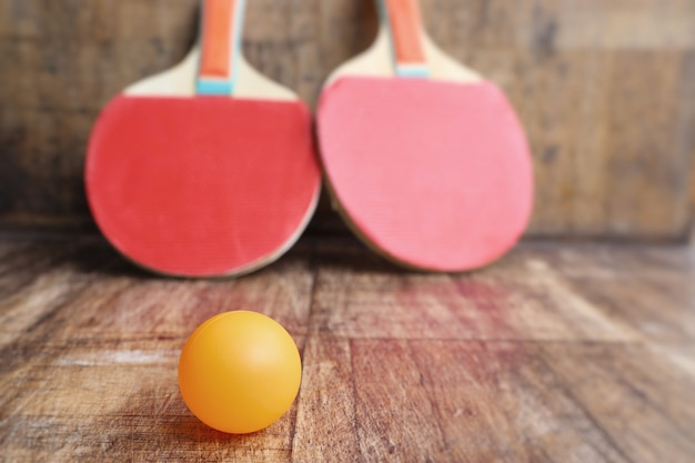赤いラケット卓球