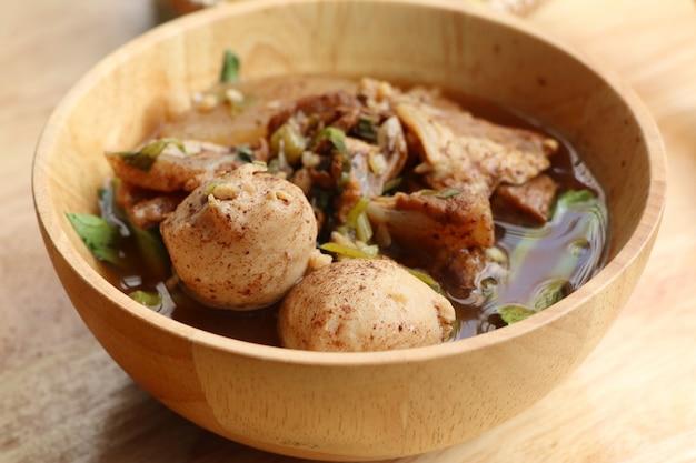 ミートボールと豚肉の煮込みスープ