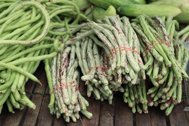 市場での長い豆