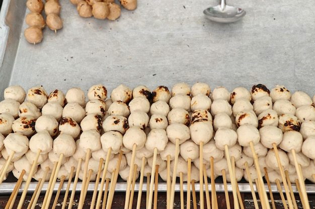 Жареная фрикаделька на уличной еде