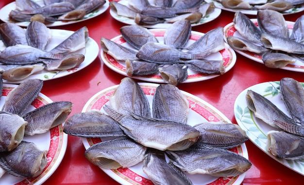 市場での魚