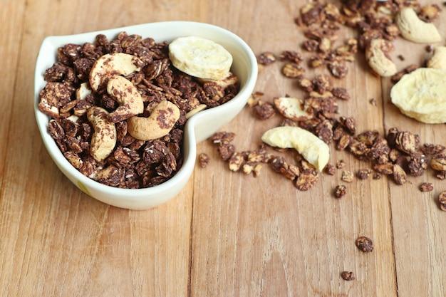 カシューナッツと健康的なグラノーラ