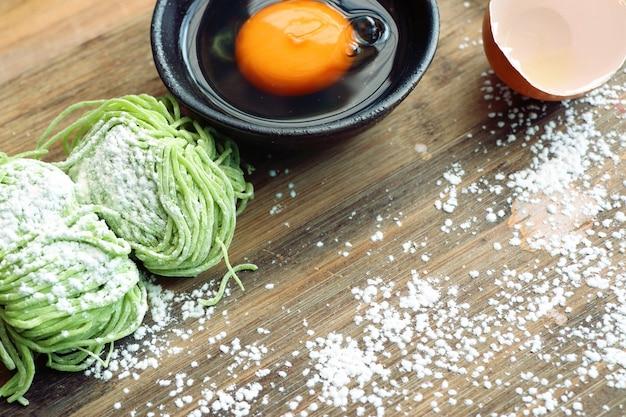 グリーン玉玉麺