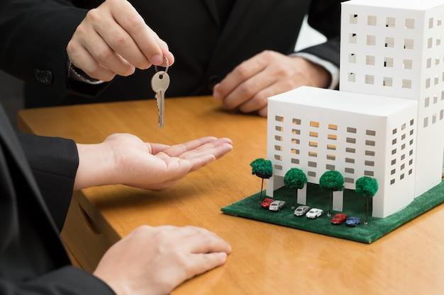 銀行はコンドミニアムを購入するためのローンを承認