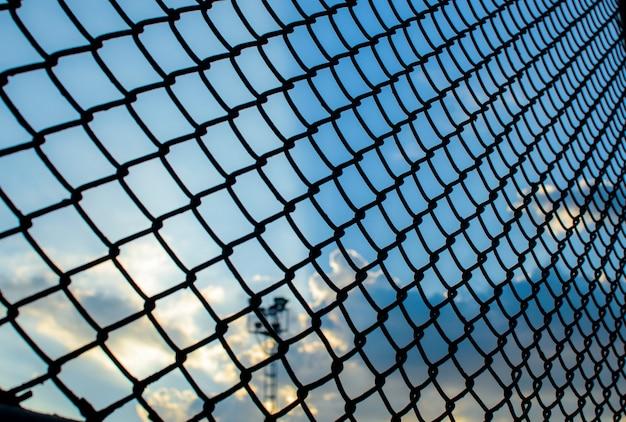 Стальная цепь звено забор фоновой текстуры