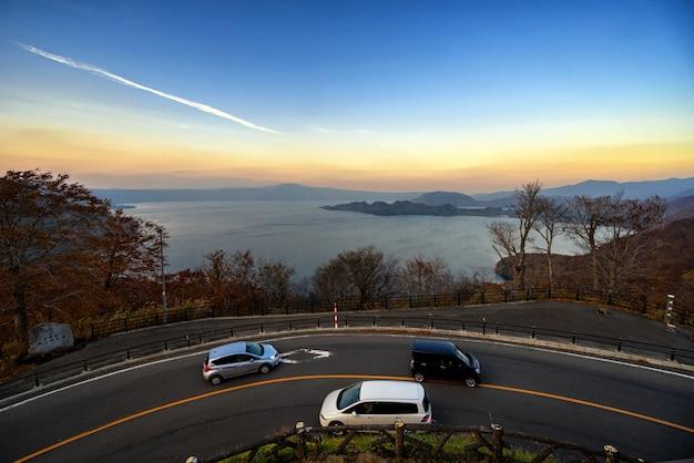 十和田湖の夜景の美しい空を伴う風景風景