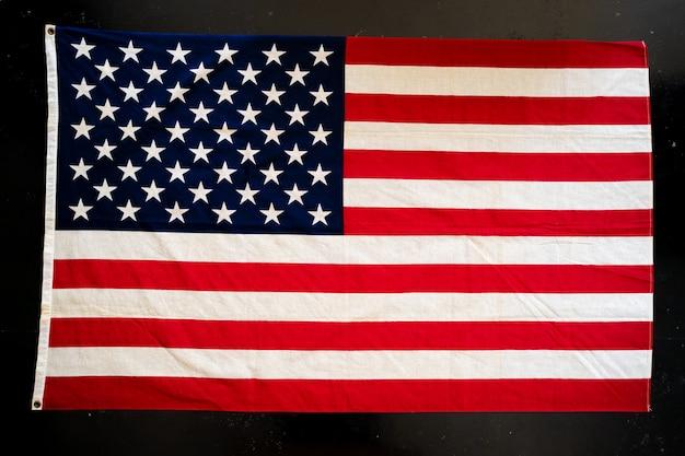 黒い表面にアメリカ国旗