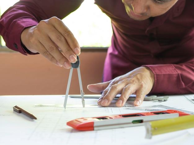 建築設計図を作成するための工学機器
