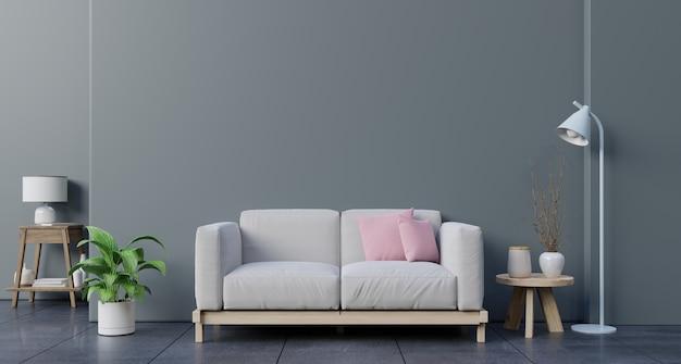 Макет стены в гостиной с диваном, растений и таблицы на пустой темной стене.