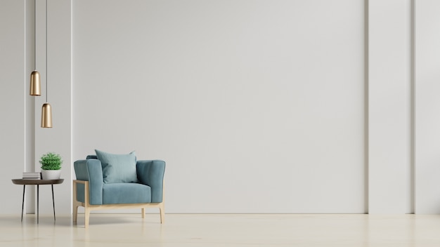内部には、空の白い壁の背景に肘掛け椅子があります。
