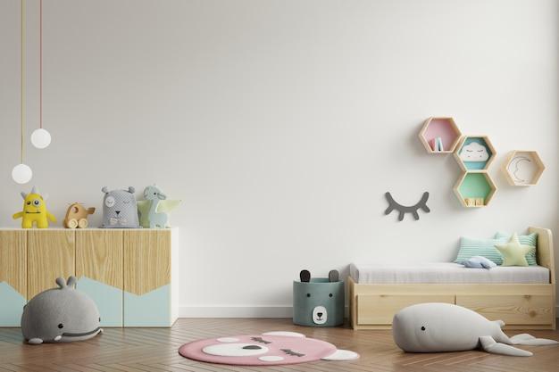 背景の白い壁の子供部屋の壁。