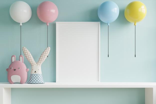 子供部屋のインテリアと水色の壁にマルチカラーランプのポスターのモックアップ。