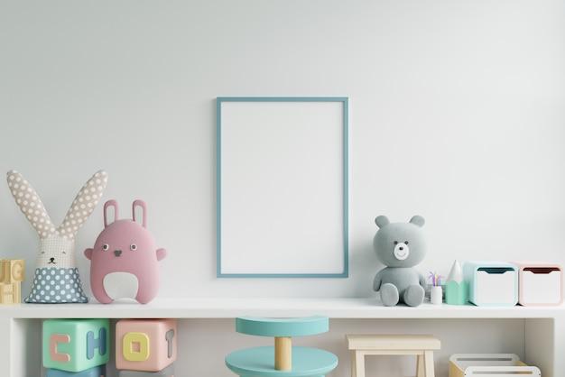 子供部屋のインテリア、空の白い壁の背景にポスターのポスターのモックアップ。