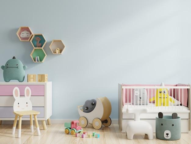 Детская комната с синей стеной