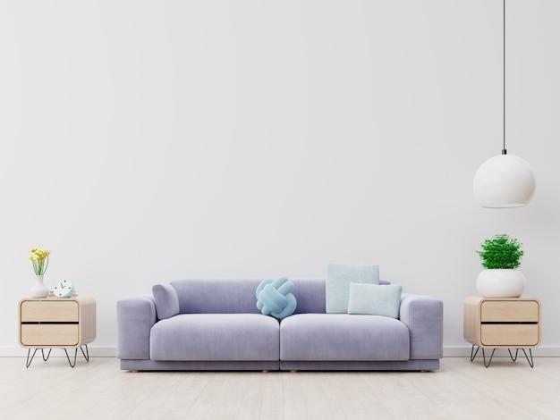 Современный интерьер гостиной с диваном и зелеными растениями, лампа, стол на белом фоне стены