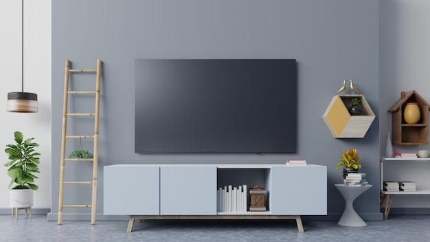 リビングルームの濃い青の壁にスマートテレビ