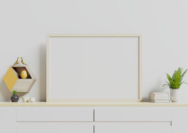 空の白い壁に鍋や壁の棚の植物と水平のポスター。