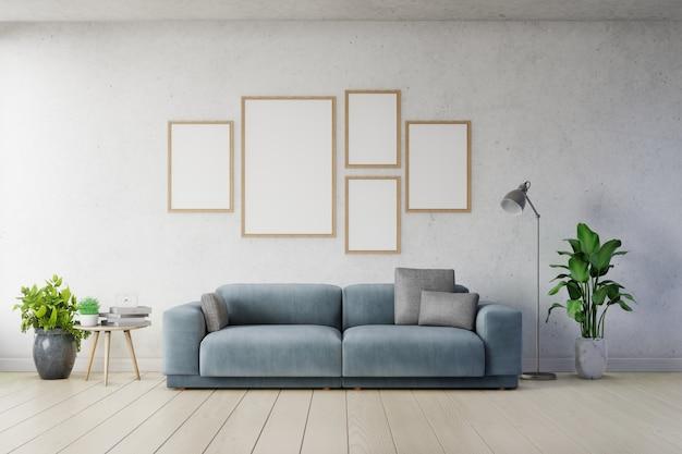 リビングルームのインテリア広告暗い青いソファの空の白い壁に垂直フレームのポスターのモックアップ。