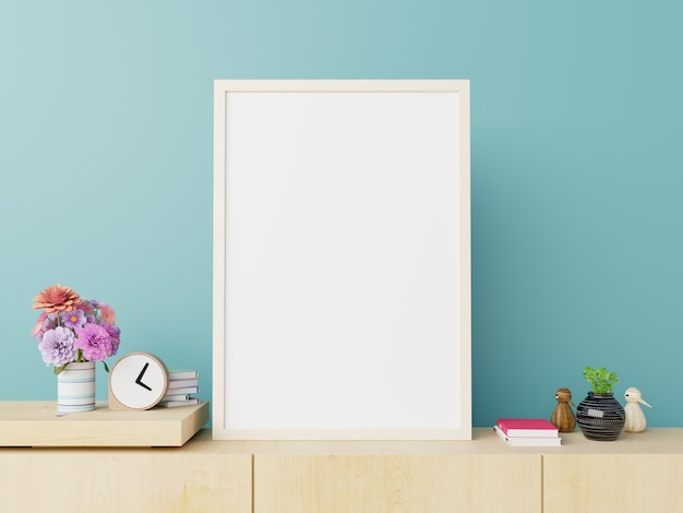 Плакат макет с вертикальным белым на корпусе телевизора на синем фоне стены